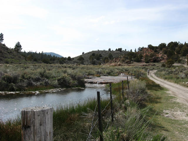 the little hot creek (Little Hot Creek)